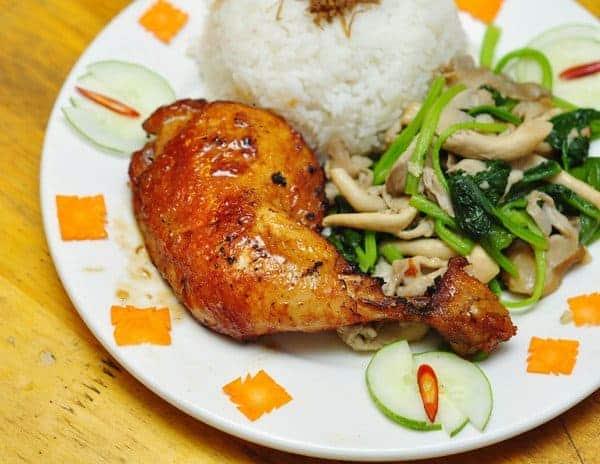 Ẳn trưa với cơm nấm đùi gà Nấm Việt Lò Đúc