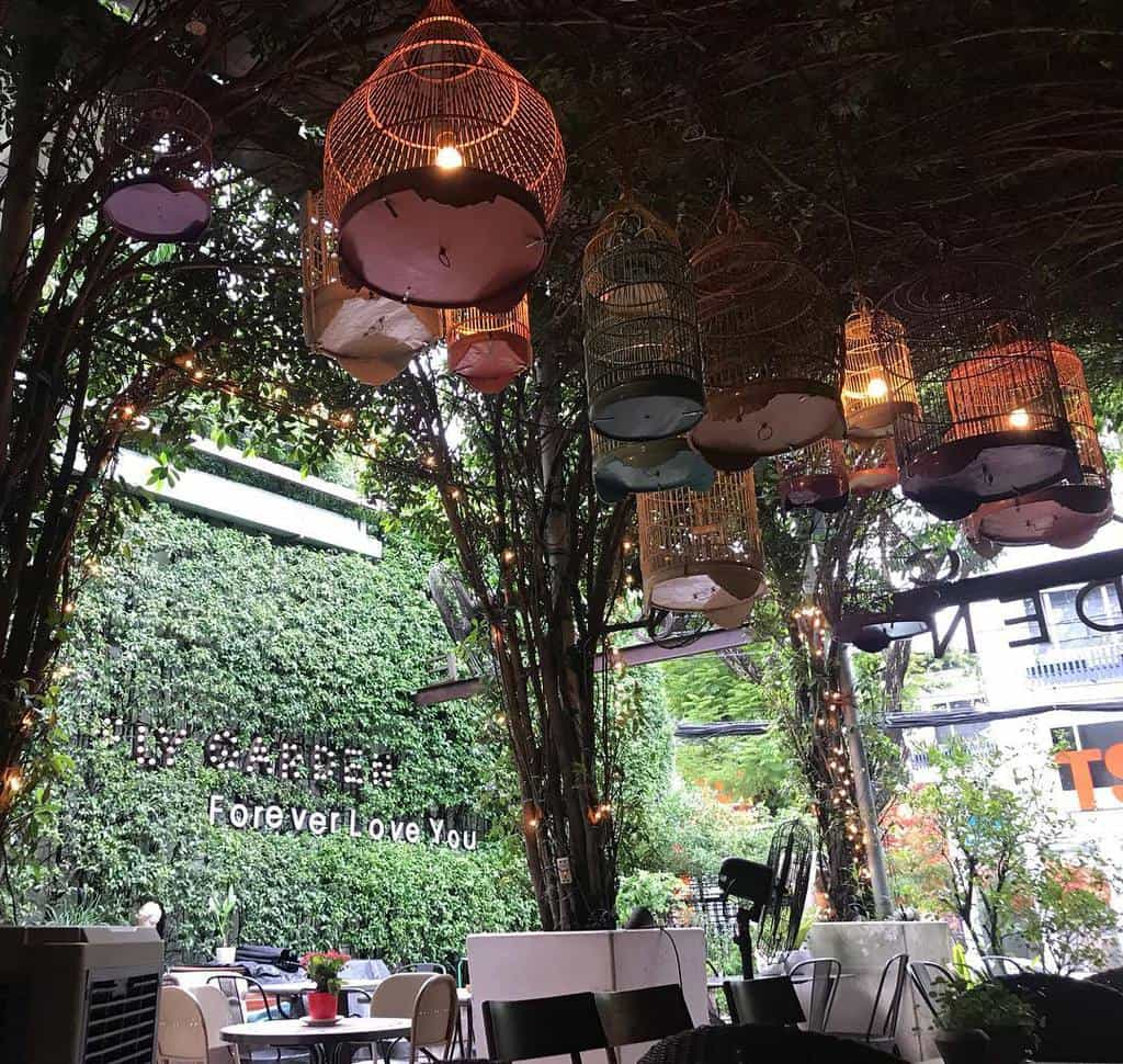 quán cafe sân vườn đẹp ở sài gòn - fly cupcake garden