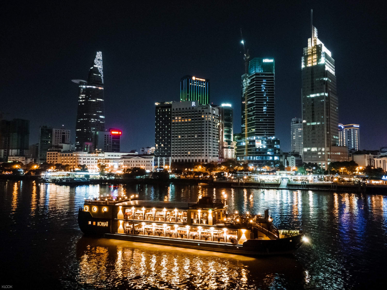Ăn tối trên sông Sài Gòn bằng tàu Bonsai