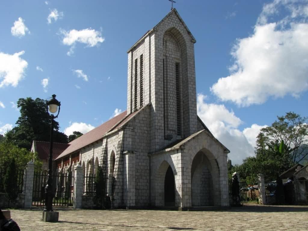 """Nhà thờ Đá Sapa - Linh hồn của """"thị trấn trong mây"""""""