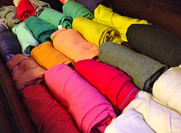 Cuộn quần áo giúp tận dụng tối đa chỗ trống trong vali