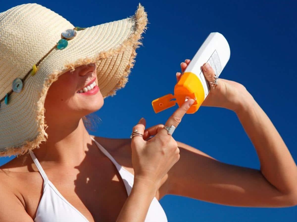 Bôi kem chống nắng thường xuyên. Hình: Sưu tầm