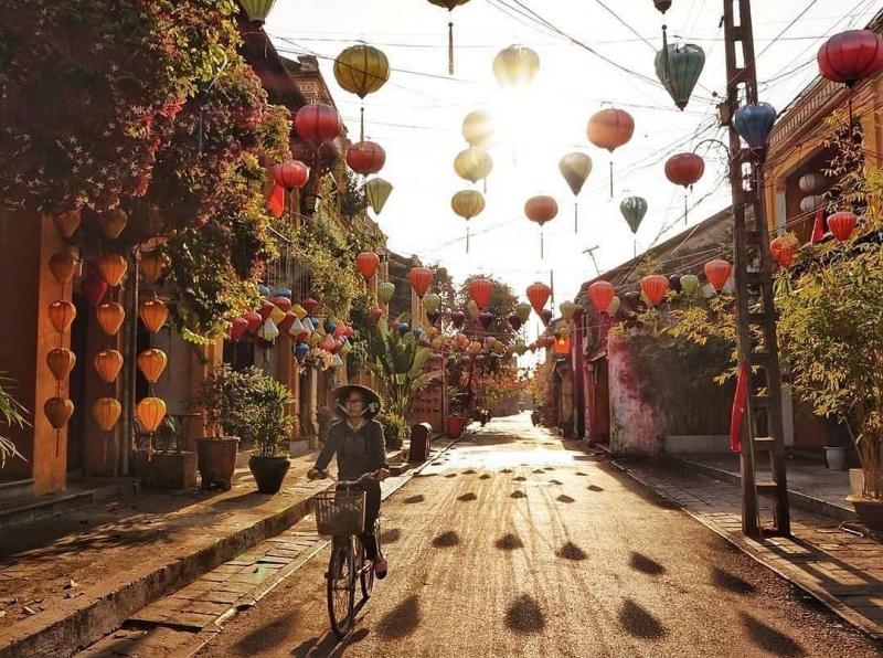 Những con đường đèn lồng thơ mộng