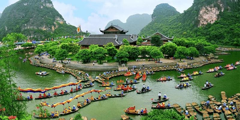 Du lịch Ninh Bình sôi động nhất là vào mùa xuân - hè