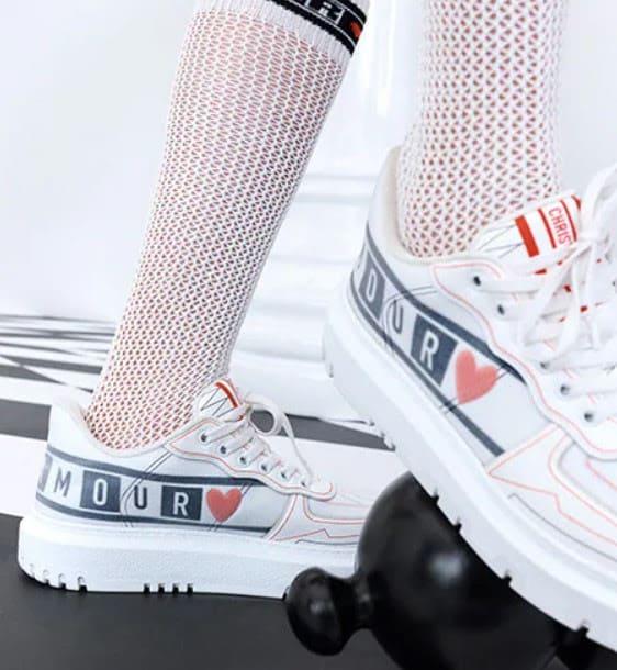Giày sneakers trắng là lựa chọn an toàn